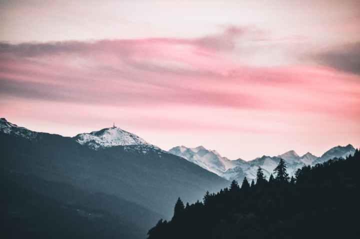 Beneath a Scarlet Sky – unsung hero or oversungnovel?